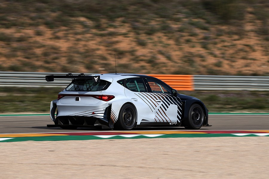 Mikel Azcona named third CUPRA driver for PURE ETCR