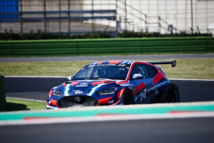Farfus, Vernay, Chilton and J. Filippi with Hyundai in PURE ETCR